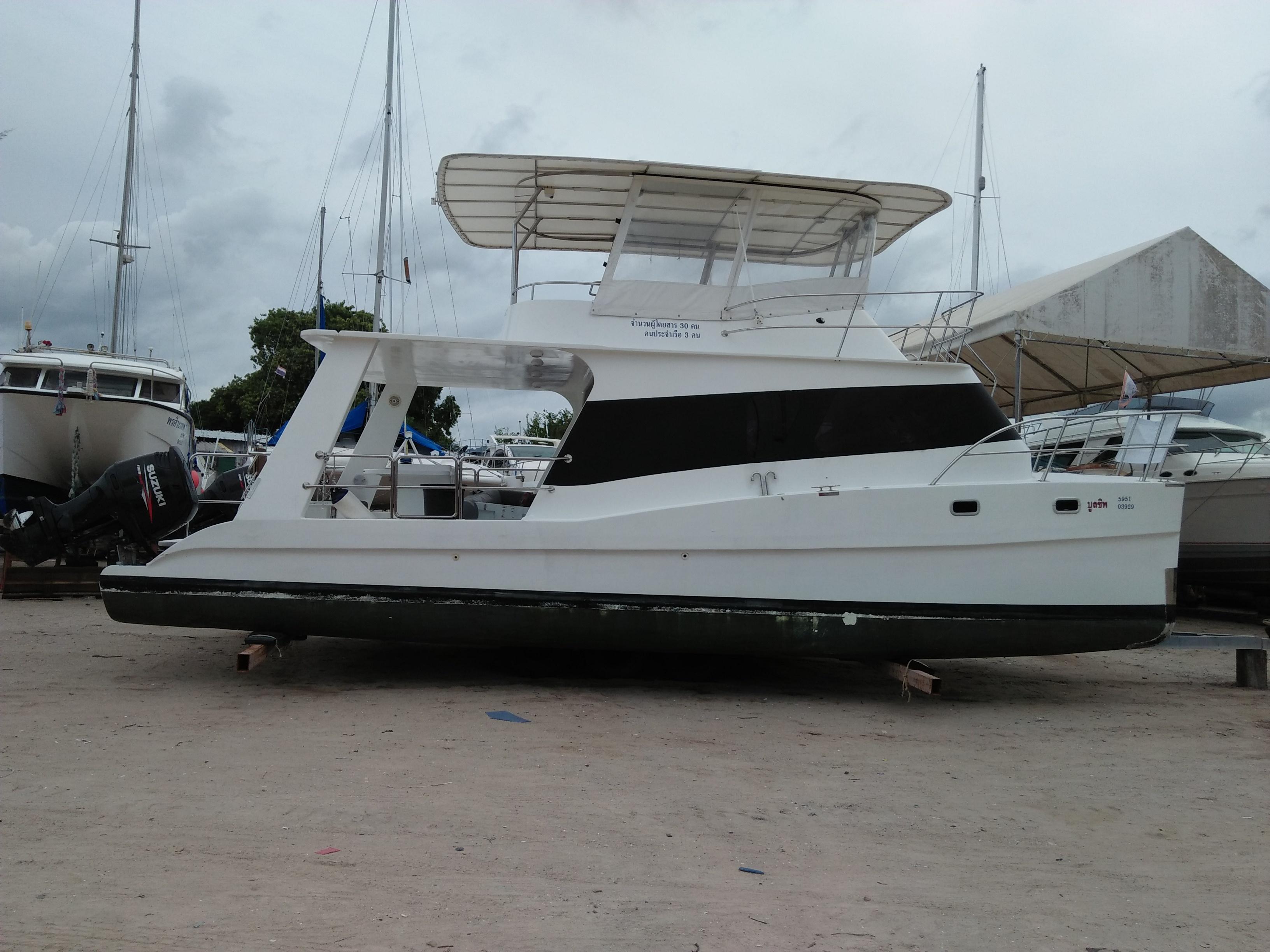 Power Catamaran 36 ft day charter